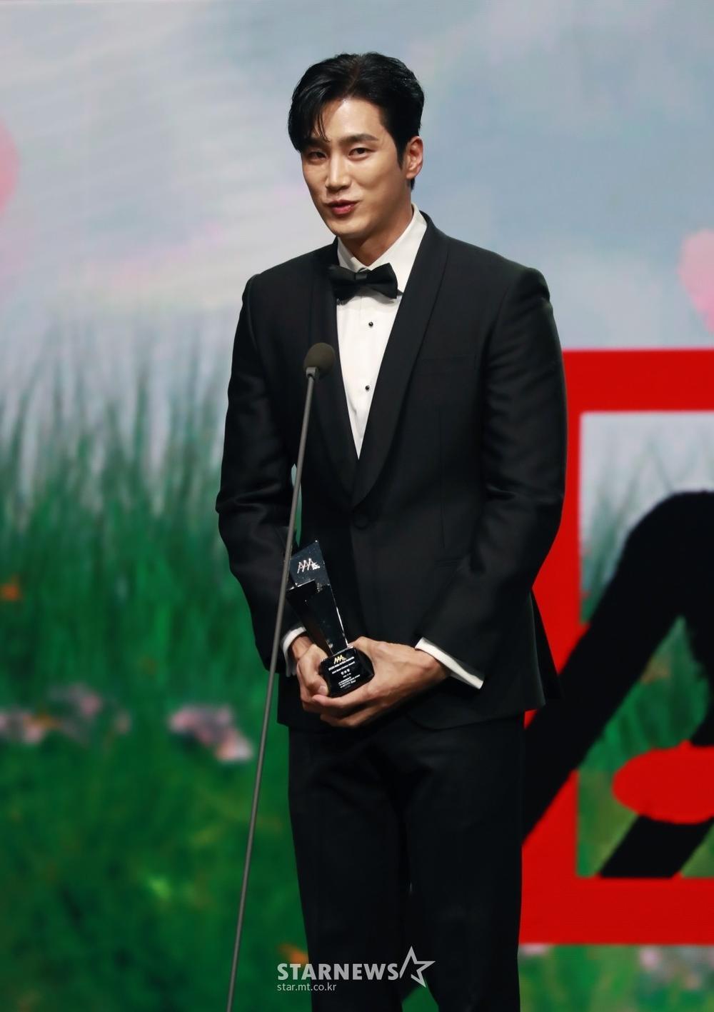 Kết quả 'AAA 2020': Kim Soo Hyun thắng Daesang, Lee Jun Ki - Seo Ye Ji nhận 2 giải lớn! Ảnh 17