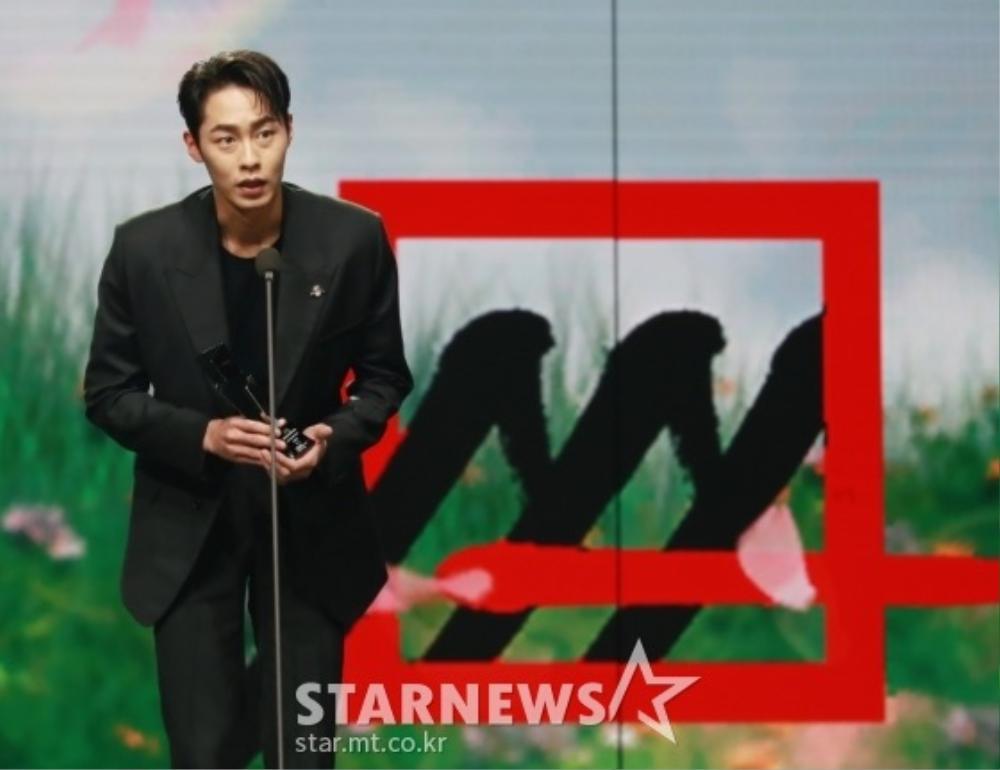 Kết quả 'AAA 2020': Kim Soo Hyun thắng Daesang, Lee Jun Ki - Seo Ye Ji nhận 2 giải lớn! Ảnh 4