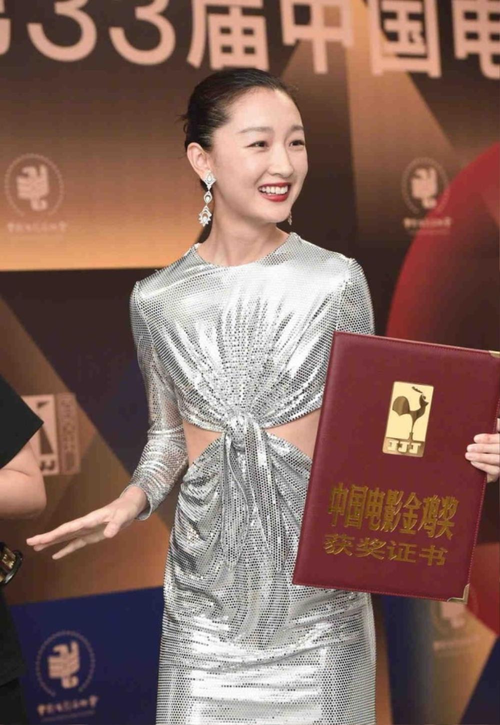 Châu Đông Vũ trở thành Tam kim Ảnh hậu, dân mạng chất vấn: 'Đạo văn cũng nhận được giải?' Ảnh 6