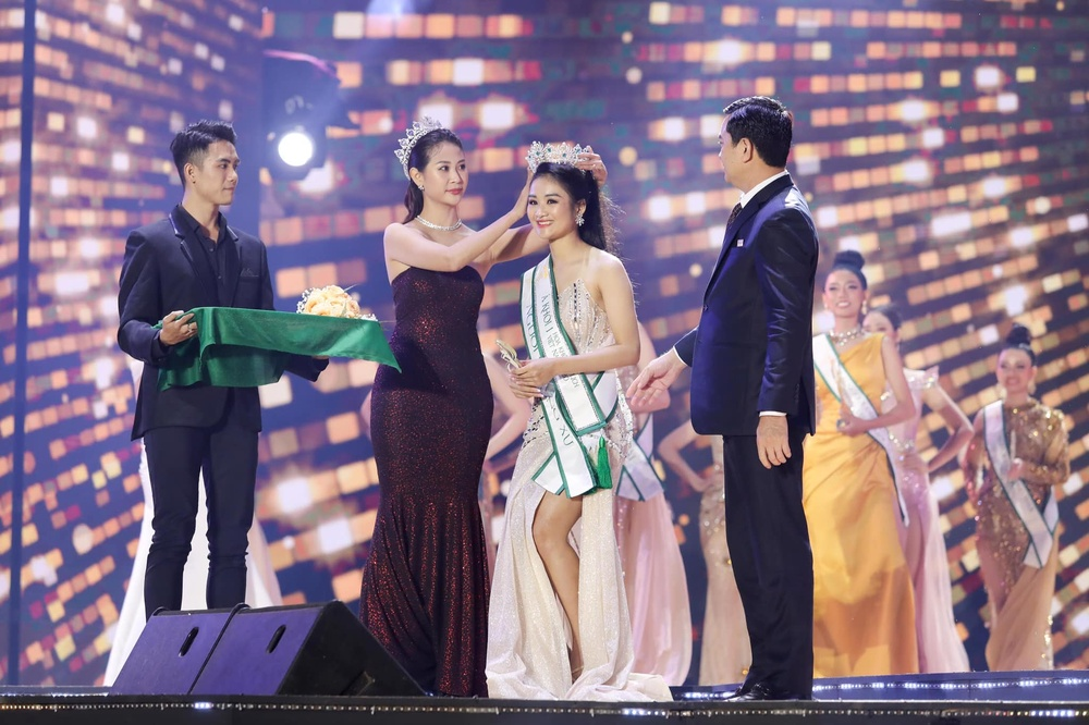 'Hốt sạn' đêm chung kết Hoa khôi Du lịch Việt Nam: Fan 'tẩy chay' không nên tổ chức mùa giải tiếp theo Ảnh 10