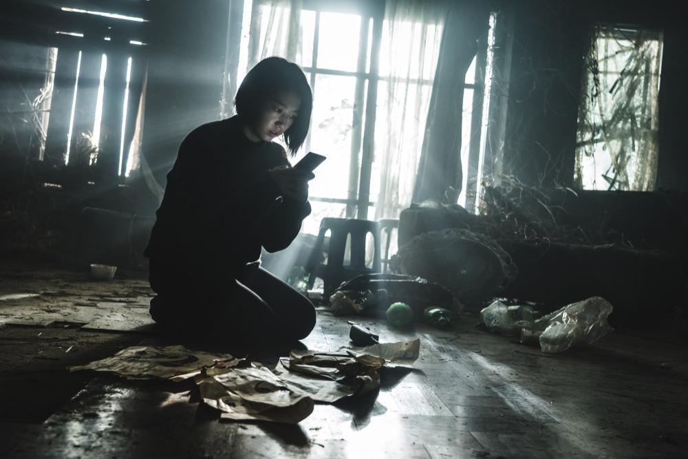 Review 'The Call': Cú lột xác của Park Shin Hye hay bom tấn kinh dị phi logic Ảnh 5