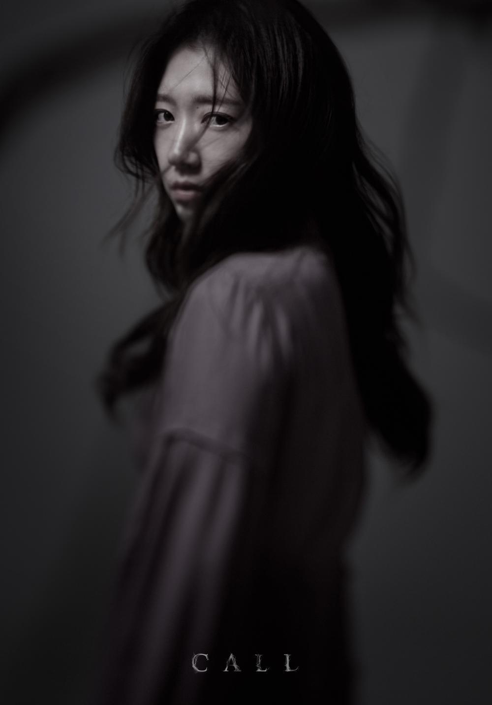Review 'The Call': Cú lột xác của Park Shin Hye hay bom tấn kinh dị phi logic Ảnh 6