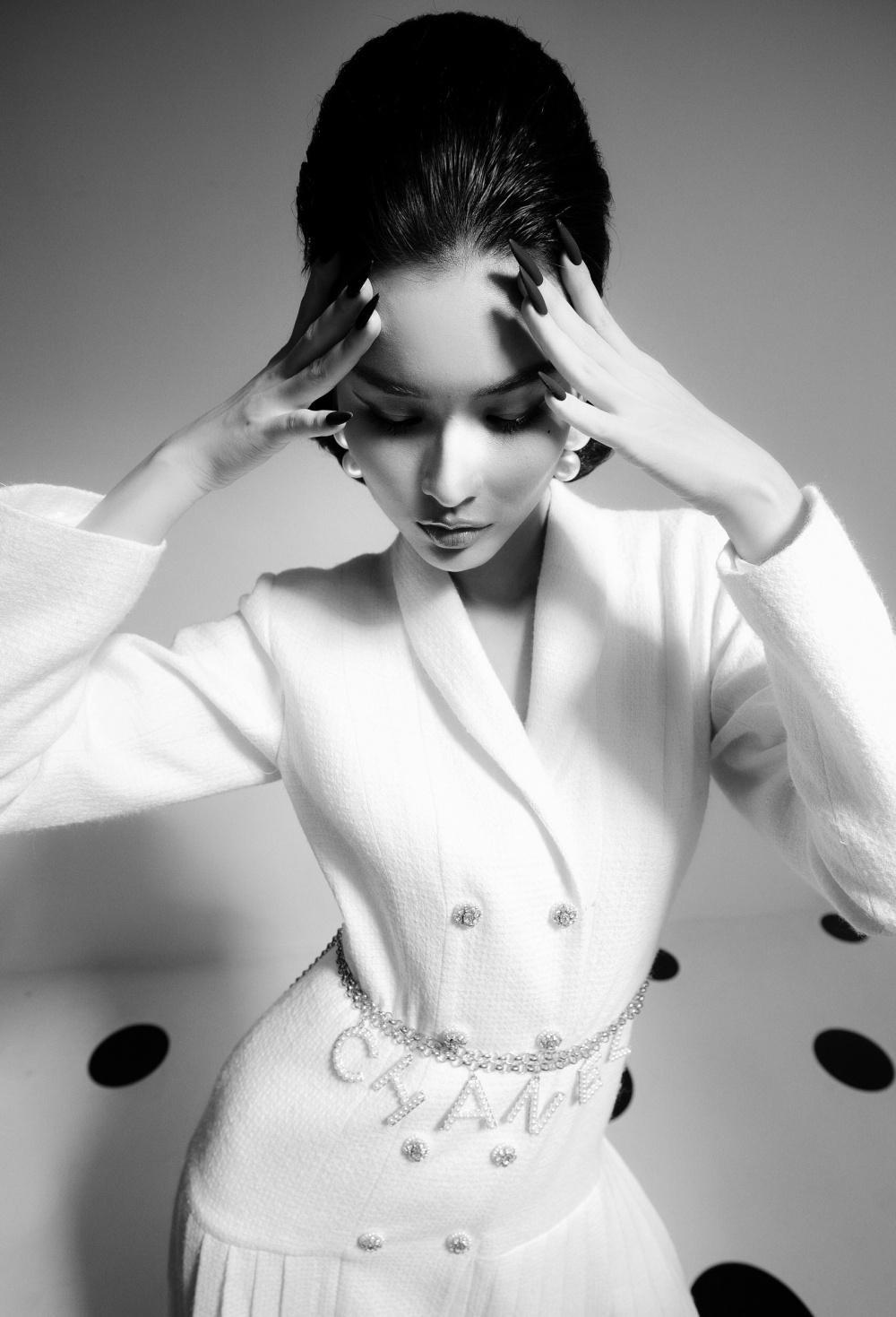 Cao Thiên Trang hóa quý cô Pháp thanh lịch cùng cặp màu đen, trắng kinh điển Ảnh 1