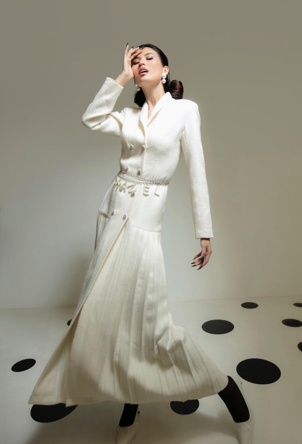 Cao Thiên Trang hóa quý cô Pháp thanh lịch cùng cặp màu đen, trắng kinh điển Ảnh 4