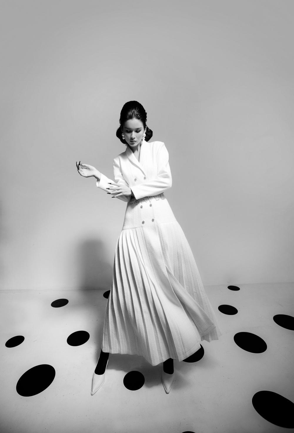 Cao Thiên Trang hóa quý cô Pháp thanh lịch cùng cặp màu đen, trắng kinh điển Ảnh 5