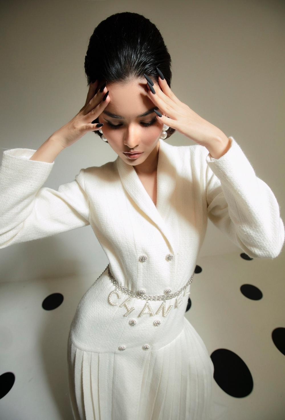 Cao Thiên Trang hóa quý cô Pháp thanh lịch cùng cặp màu đen, trắng kinh điển Ảnh 6