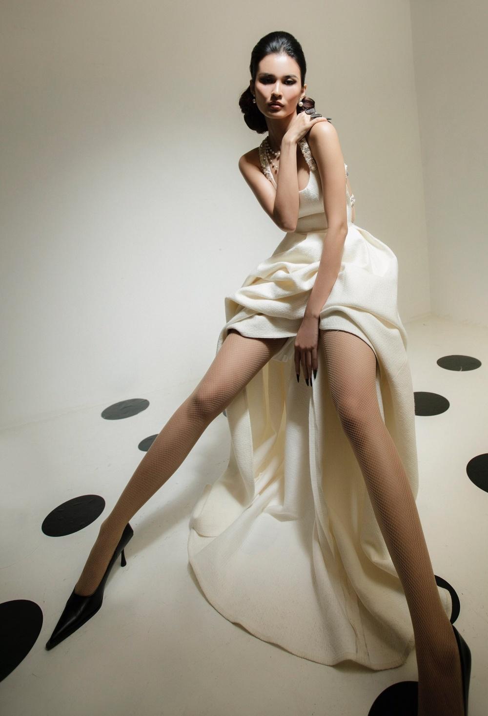 Cao Thiên Trang hóa quý cô Pháp thanh lịch cùng cặp màu đen, trắng kinh điển Ảnh 11