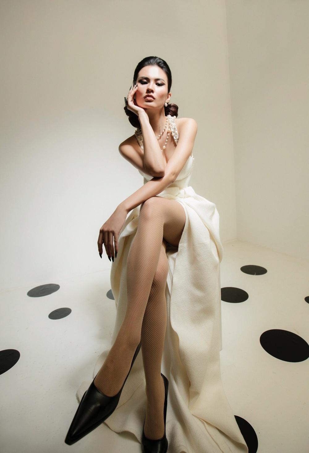 Cao Thiên Trang hóa quý cô Pháp thanh lịch cùng cặp màu đen, trắng kinh điển Ảnh 12
