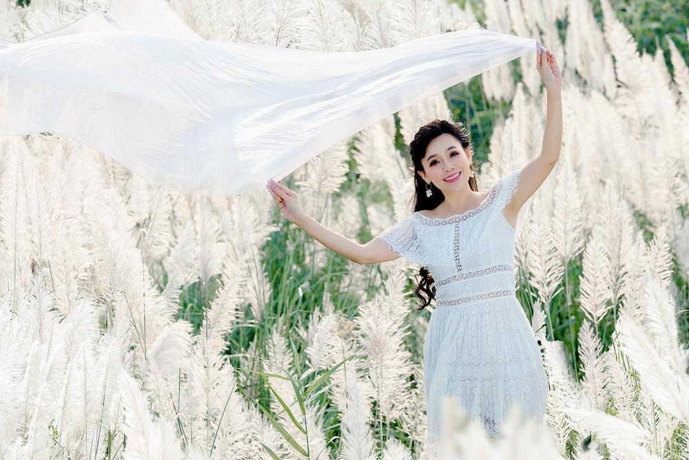 Cánh đồng cỏ lau ở Hà Nội đã vào mùa khoe sắc trắng, đẹp đến ngỡ ngàng Ảnh 4