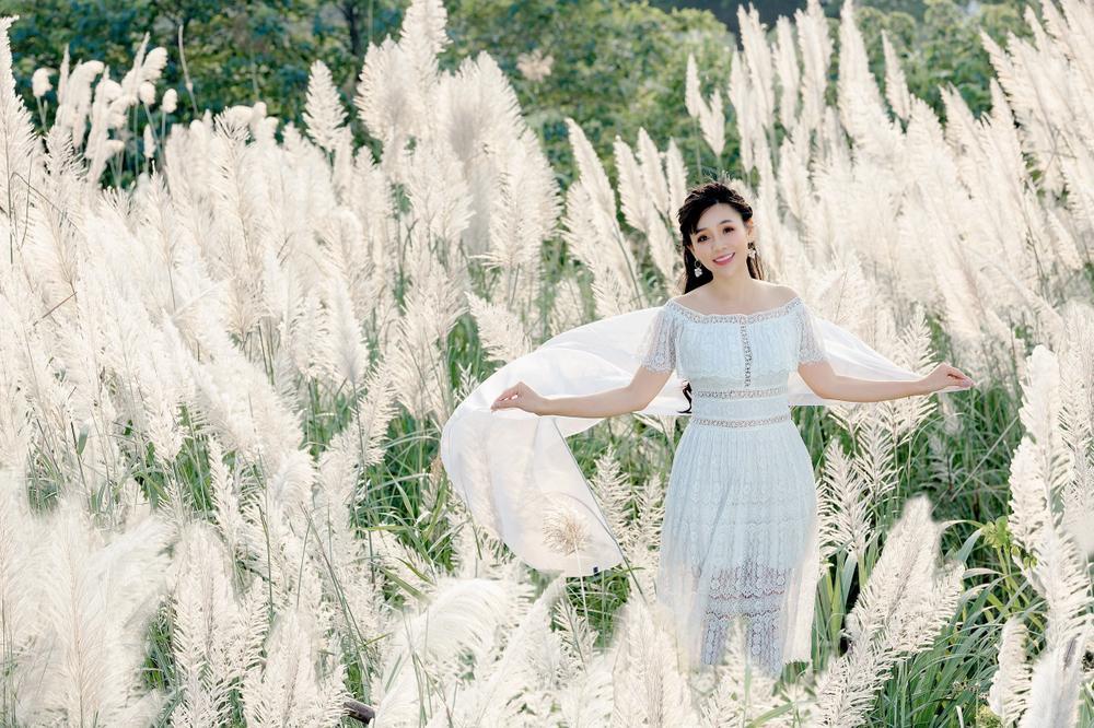 Cánh đồng cỏ lau ở Hà Nội đã vào mùa khoe sắc trắng, đẹp đến ngỡ ngàng Ảnh 2