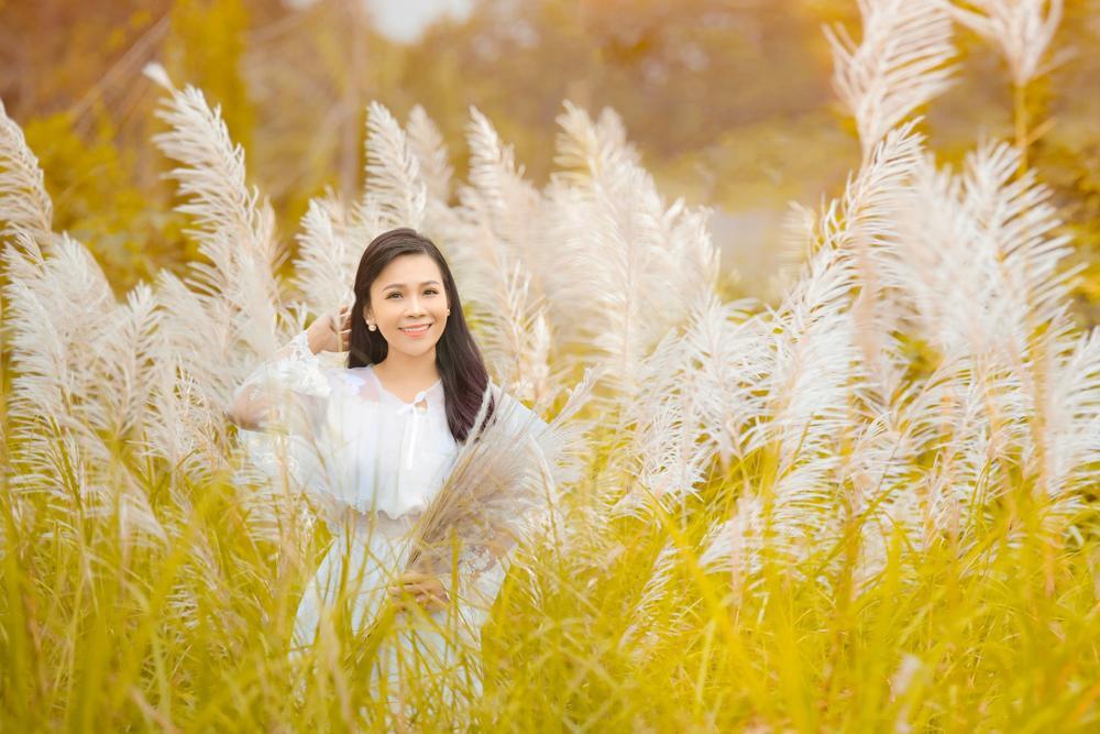 Cánh đồng cỏ lau ở Hà Nội đã vào mùa khoe sắc trắng, đẹp đến ngỡ ngàng Ảnh 5