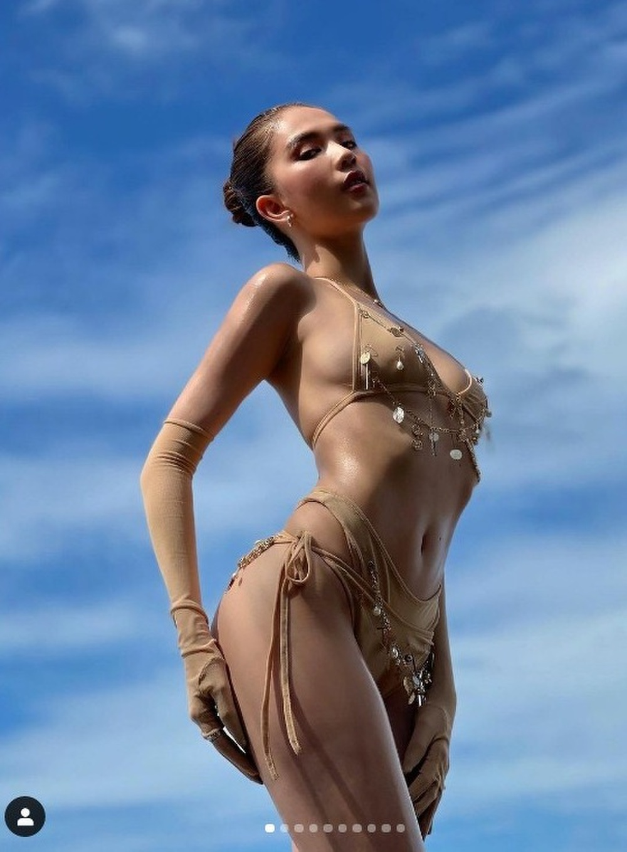 'Xỉu lên xỉu xuống' vì Ngọc Trinh khoe vòng 3 căng đét trong bộ bikini màu da tí hon Ảnh 1