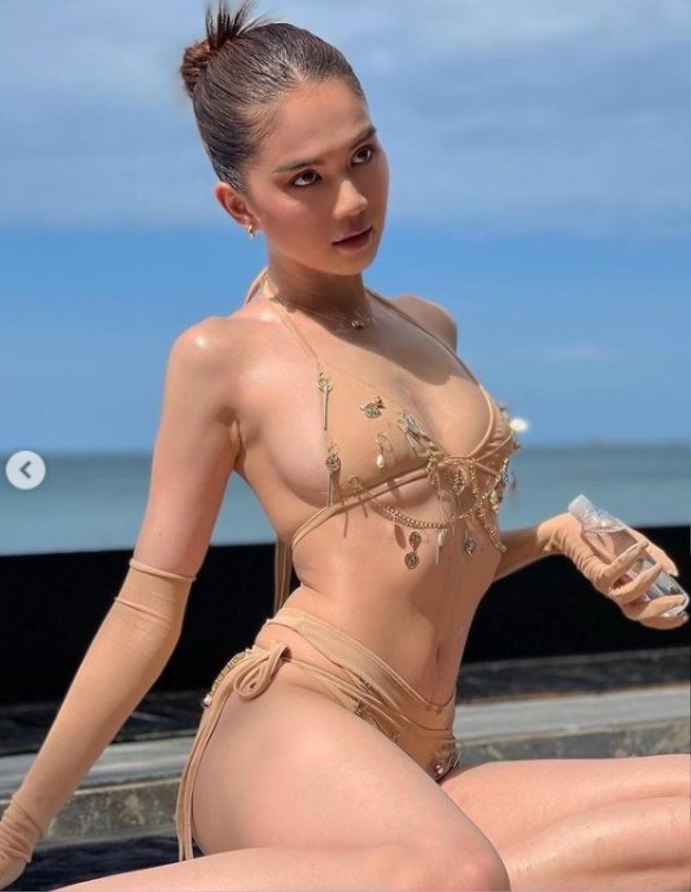 'Xỉu lên xỉu xuống' vì Ngọc Trinh khoe vòng 3 căng đét trong bộ bikini màu da tí hon Ảnh 3