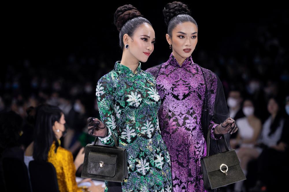 Áo dài đính kết bản đồ Việt Nam cao quý và sang trọng trên sàn diễn thời trang Ảnh 20