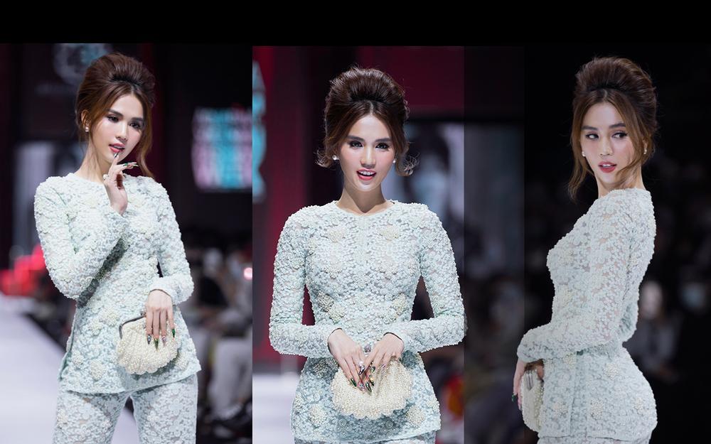 Áo dài đính kết bản đồ Việt Nam cao quý và sang trọng trên sàn diễn thời trang Ảnh 1