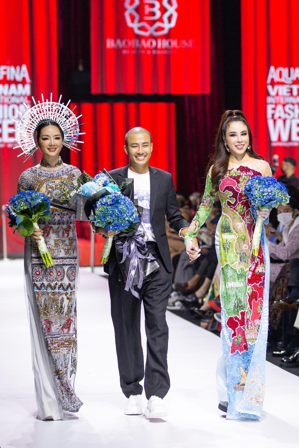 Áo dài đính kết bản đồ Việt Nam cao quý và sang trọng trên sàn diễn thời trang Ảnh 28