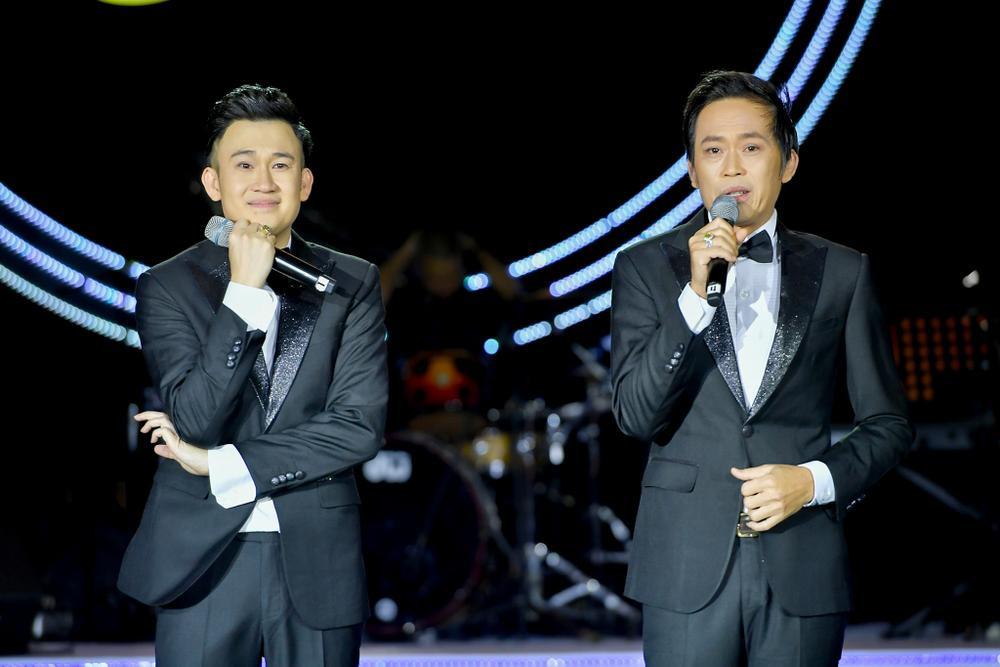 Dương Triệu Vũ bật khóc, cùng anh trai Hoài Linh hát tặng bố mẹ trong liveshow 'Dạ Nguyệt' Ảnh 18