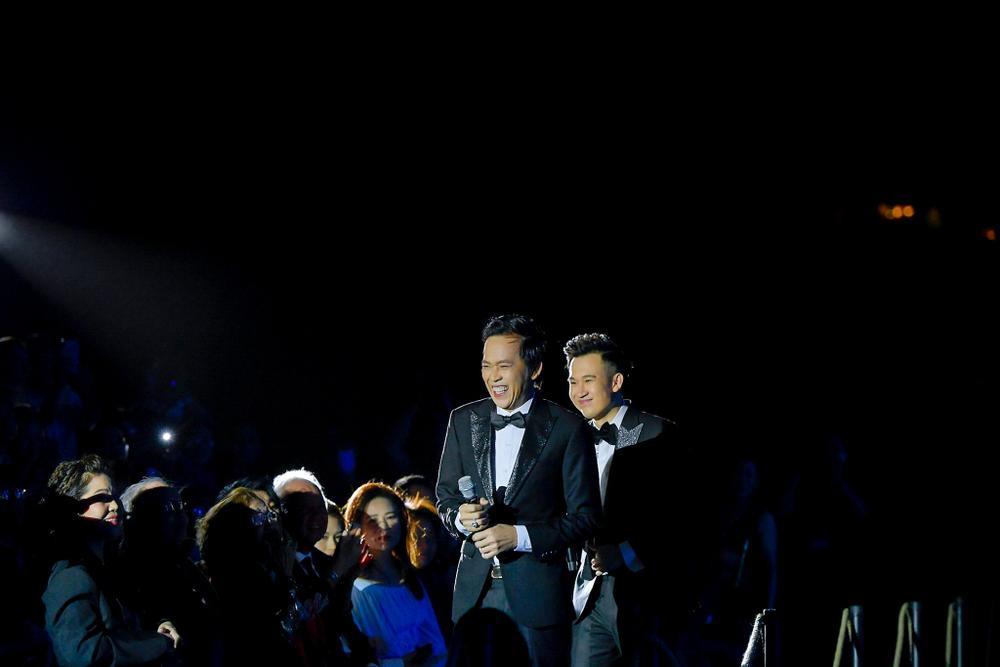 Dương Triệu Vũ bật khóc, cùng anh trai Hoài Linh hát tặng bố mẹ trong liveshow 'Dạ Nguyệt' Ảnh 21