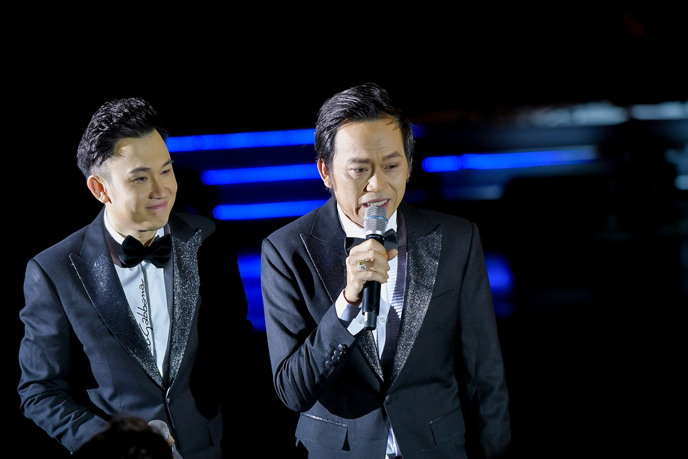 Dương Triệu Vũ bật khóc, cùng anh trai Hoài Linh hát tặng bố mẹ trong liveshow 'Dạ Nguyệt' Ảnh 22