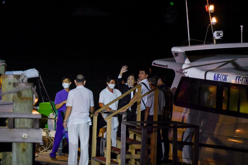 Dương Triệu Vũ bật khóc, cùng anh trai Hoài Linh hát tặng bố mẹ trong liveshow 'Dạ Nguyệt' Ảnh 23