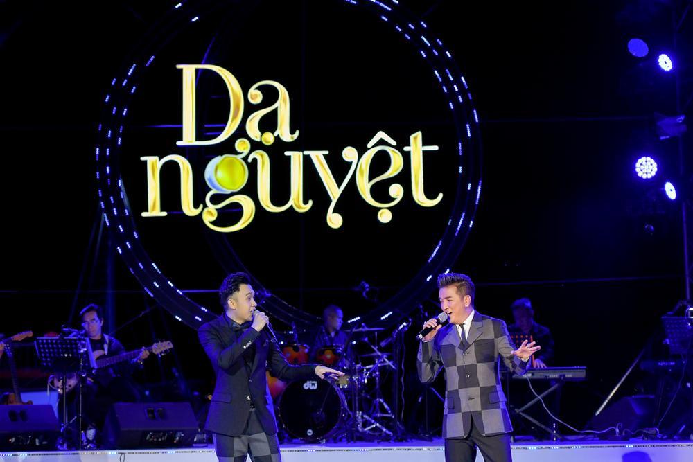 Dương Triệu Vũ bật khóc, cùng anh trai Hoài Linh hát tặng bố mẹ trong liveshow 'Dạ Nguyệt' Ảnh 26