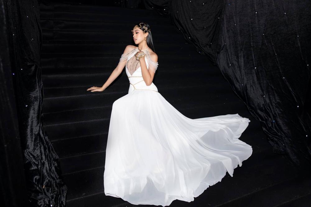 Hoa hậu Tiểu Vy mặc đầm hiểm hóc, ai cũng giật mình tưởng xuyên thấu vòng 1 Ảnh 3