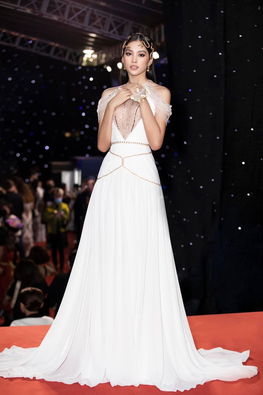 Hoa hậu Tiểu Vy mặc đầm hiểm hóc, ai cũng giật mình tưởng xuyên thấu vòng 1 Ảnh 5