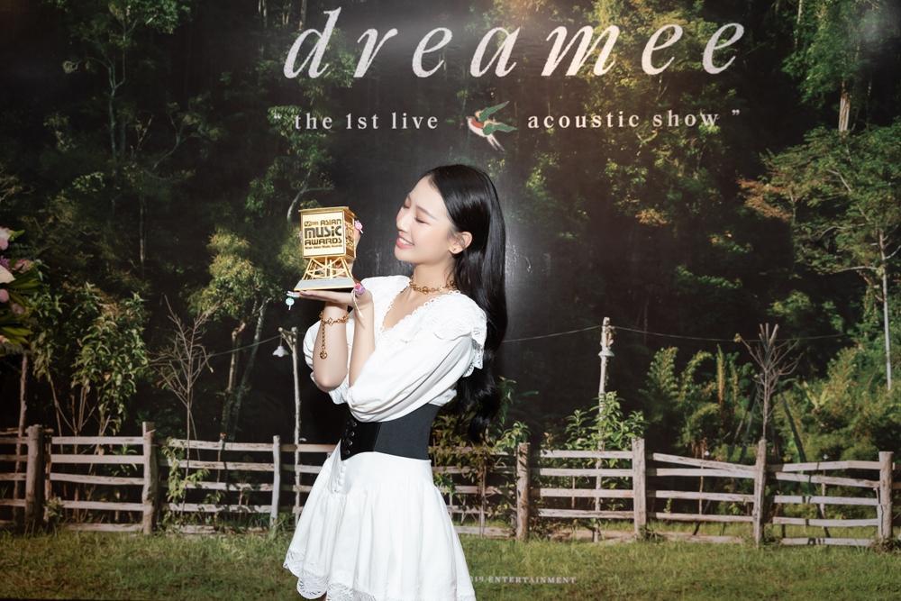 Bị nghi ngờ khả năng hát live tại họp báo dự án mới, AMEE nói gì? Ảnh 2