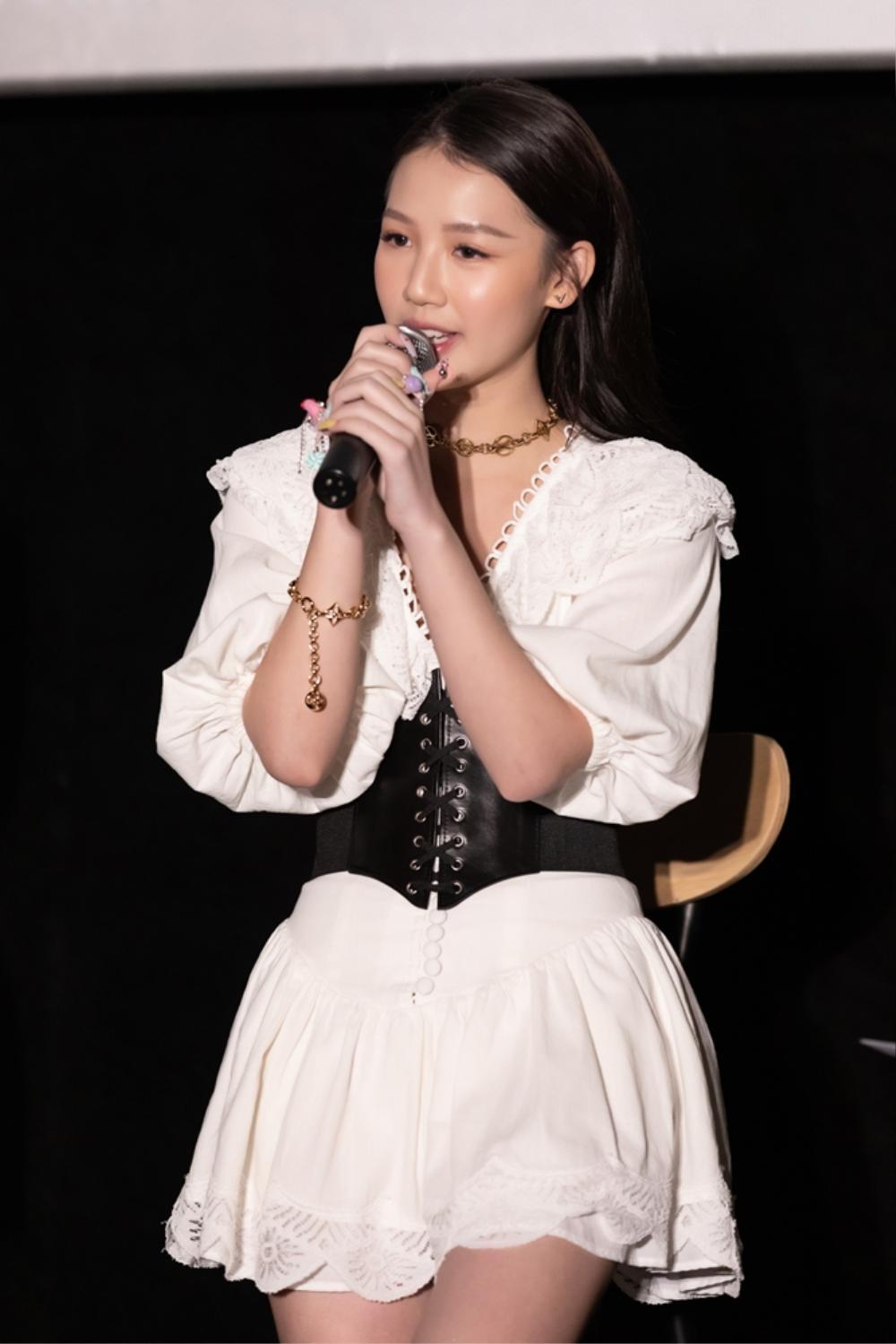 Bị nghi ngờ khả năng hát live tại họp báo dự án mới, AMEE nói gì? Ảnh 1