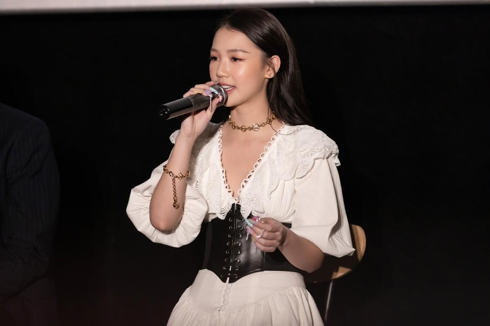 Bị nghi ngờ khả năng hát live tại họp báo dự án mới, AMEE nói gì? Ảnh 5