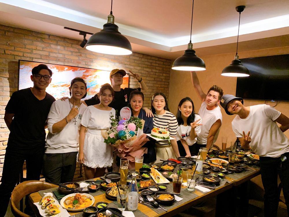 Nam Thư xúc động khi được Lý Nhã Kỳ, Khả Như cùng dàn sao Việt bí mật tổ chức sinh nhật Ảnh 2