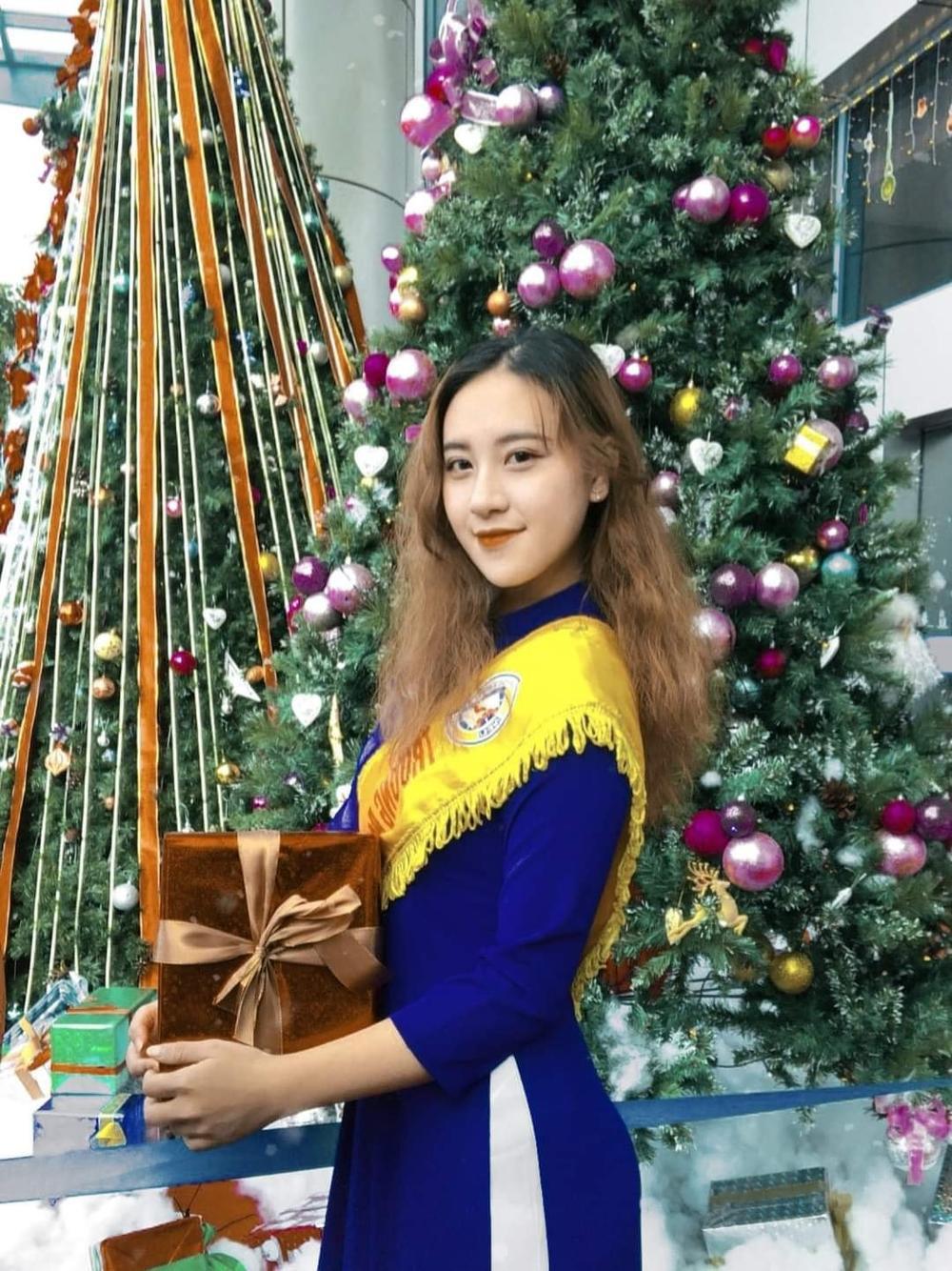 Dàn trai xinh gái đẹp 'trường NEU' háo nức check-in tiểu cảnh Noel Ảnh 12