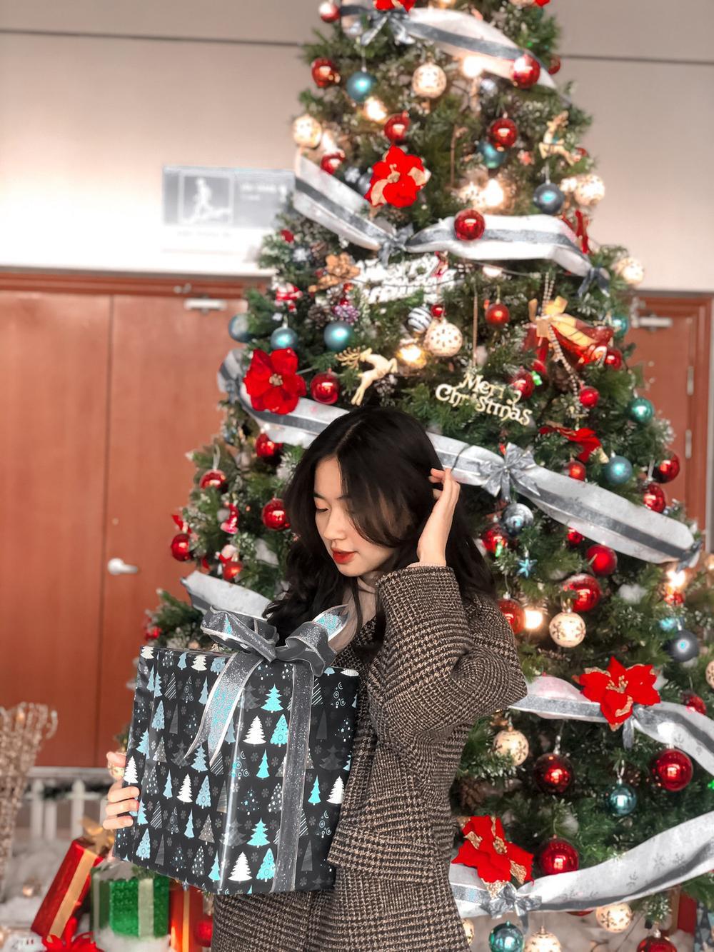 Dàn trai xinh gái đẹp 'trường NEU' háo nức check-in tiểu cảnh Noel Ảnh 8