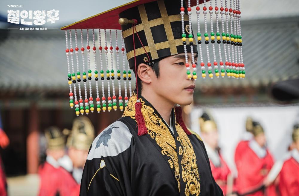 'Mr Queen': Choi Jin Hyuk khóc thét vì xuyên không về cổ đại làm vương hậu, cưới vua Ảnh 9