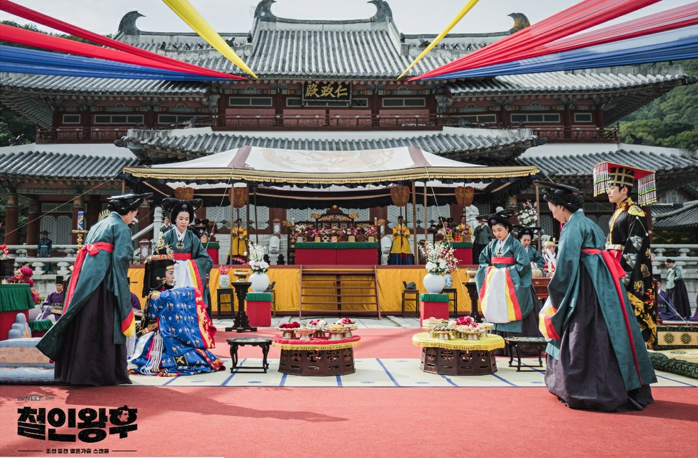 'Mr Queen': Choi Jin Hyuk khóc thét vì xuyên không về cổ đại làm vương hậu, cưới vua Ảnh 10