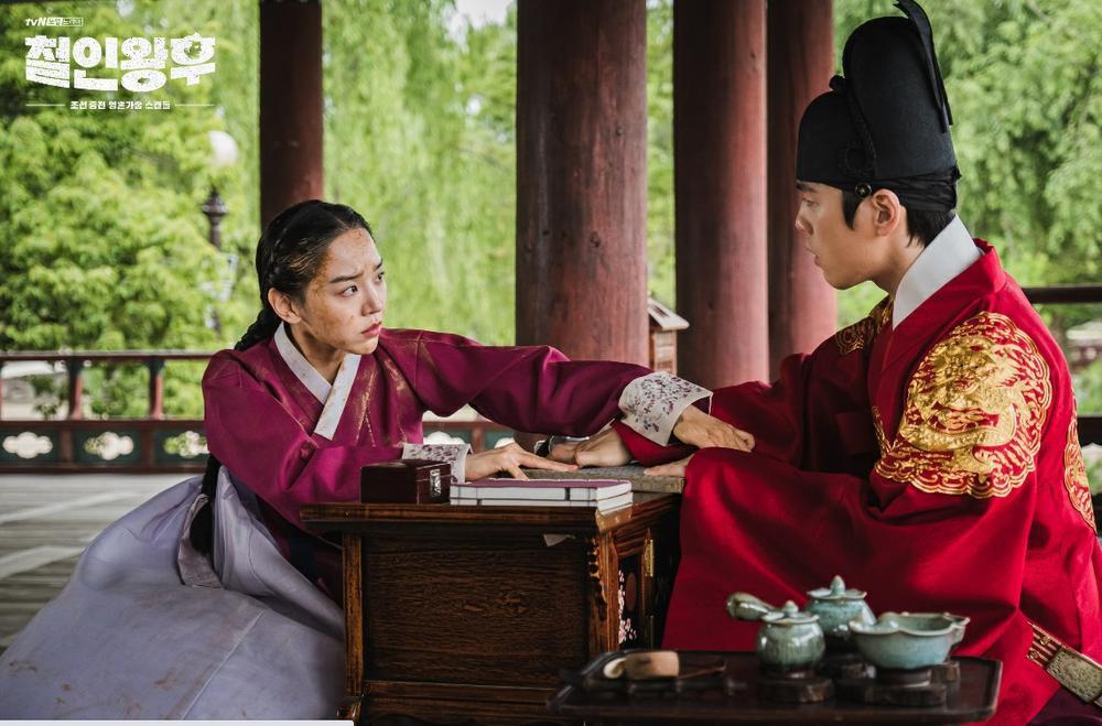 'Mr Queen': Choi Jin Hyuk khóc thét vì xuyên không về cổ đại làm vương hậu, cưới vua Ảnh 20
