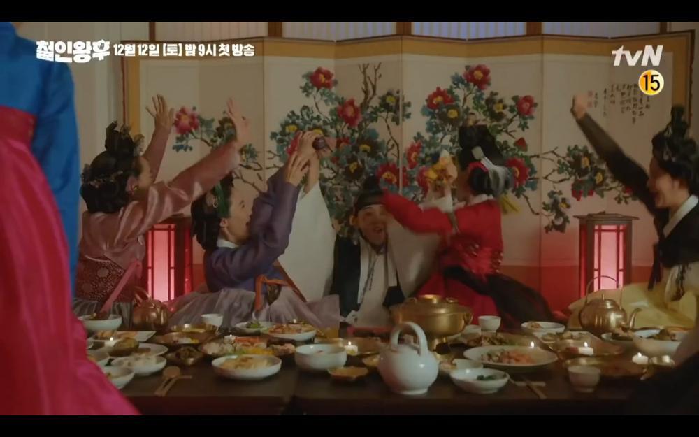 'Mr Queen': Choi Jin Hyuk khóc thét vì xuyên không về cổ đại làm vương hậu, cưới vua Ảnh 13