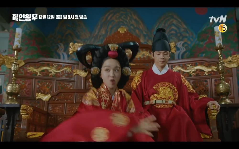 'Mr Queen': Choi Jin Hyuk khóc thét vì xuyên không về cổ đại làm vương hậu, cưới vua Ảnh 8