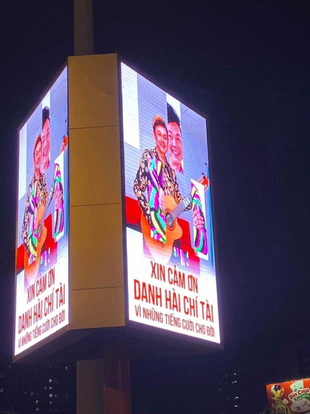 Cố nghệ sĩ Chí Tài được tri ân trên biển quảng cáo cỡ lớn: Xin cảm ơn vì những tiếng cười dành cho đời! Ảnh 5