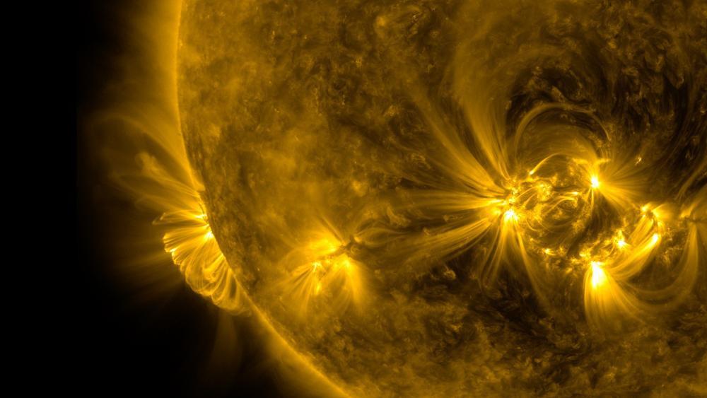Bão Mặt Trời khổng lồ 'ghé thăm' Trái Đất: Nguy cơ mất tín hiệu truyền thông, định vị, lưới điện Ảnh 5