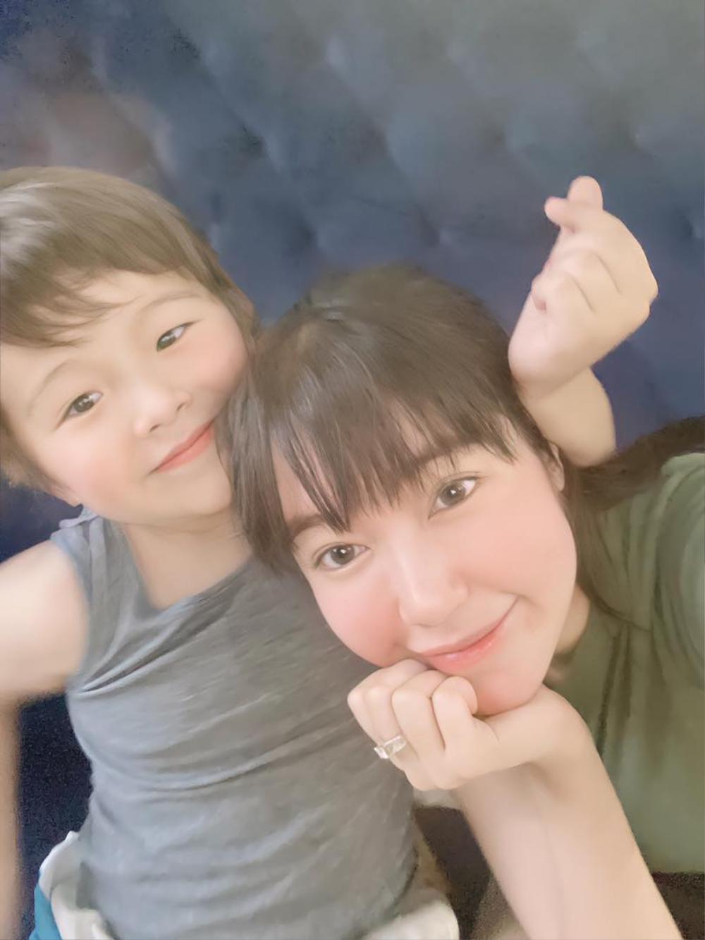 Elly Trần khoe góc nghiêng thần thánh của con trai khiến cư dân mạng phát sốt Ảnh 6