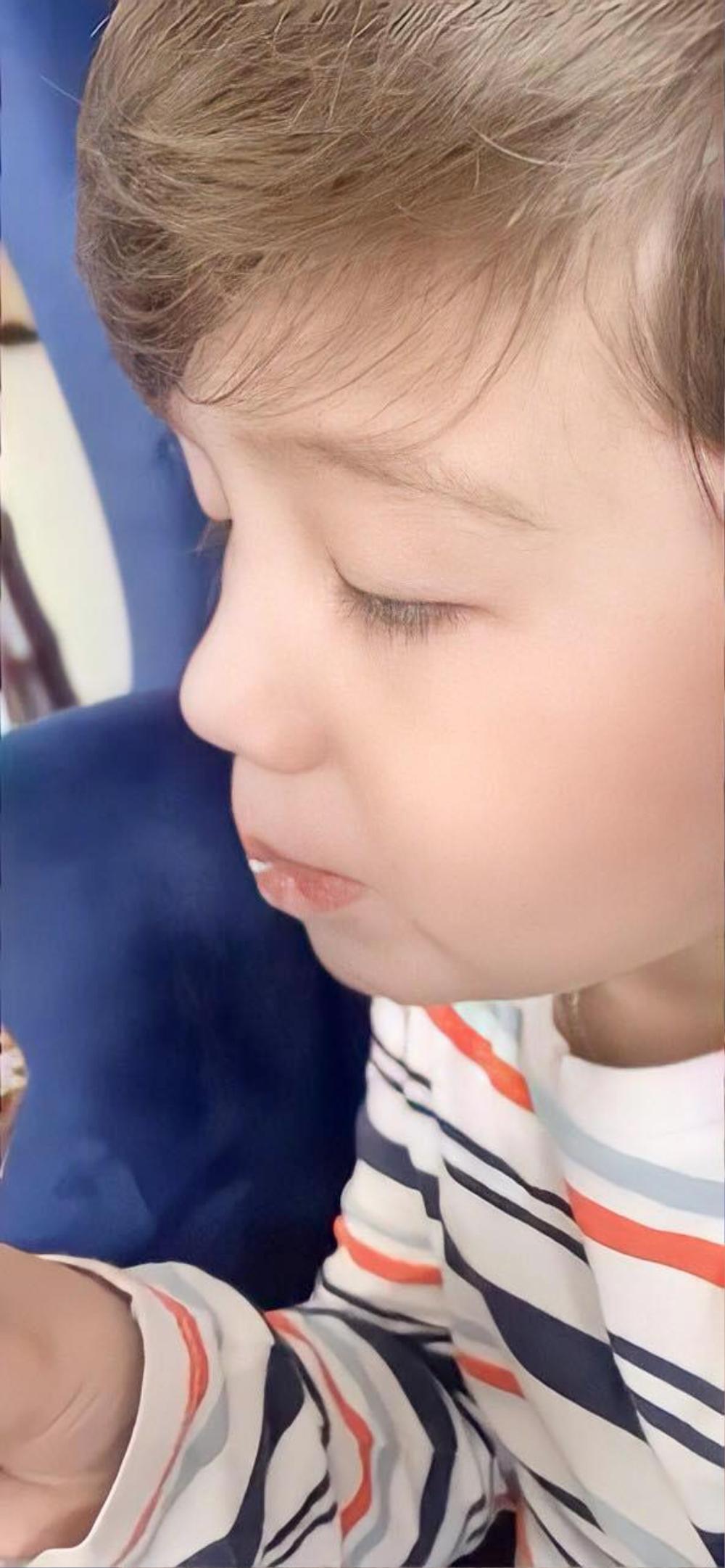 Elly Trần khoe góc nghiêng thần thánh của con trai khiến cư dân mạng phát sốt Ảnh 4