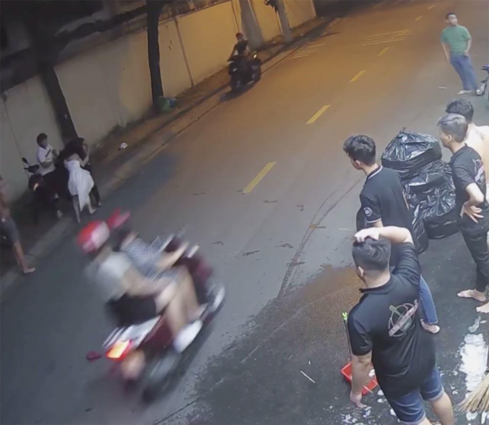 Clip: Nam thanh niên đánh đập dã man cô gái ngay trên đường, dọa hành hung người can ngăn Ảnh 1
