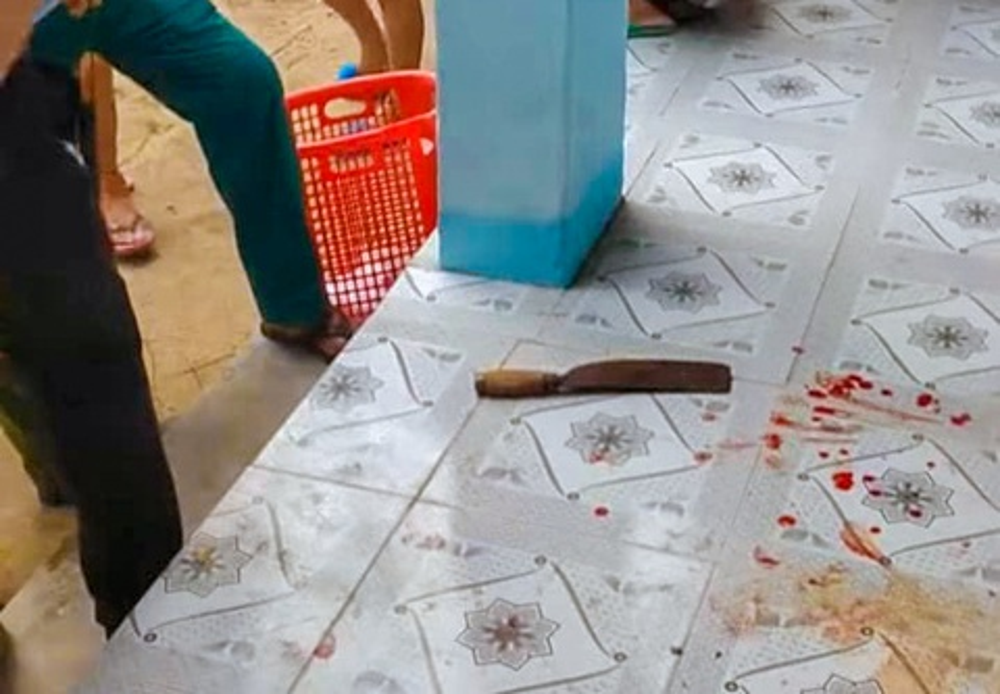 Nữ giáo viên bất ngờ dùng dao tấn công đồng nghiệp trong trường học Ảnh 1