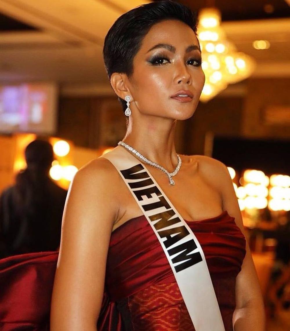 H'Hen Niê lên tiếng khi bị fan bắt bẻ: Muốn thay 'cô bé đô con' Venezuela làm Á hậu 2 Miss Universe? Ảnh 2