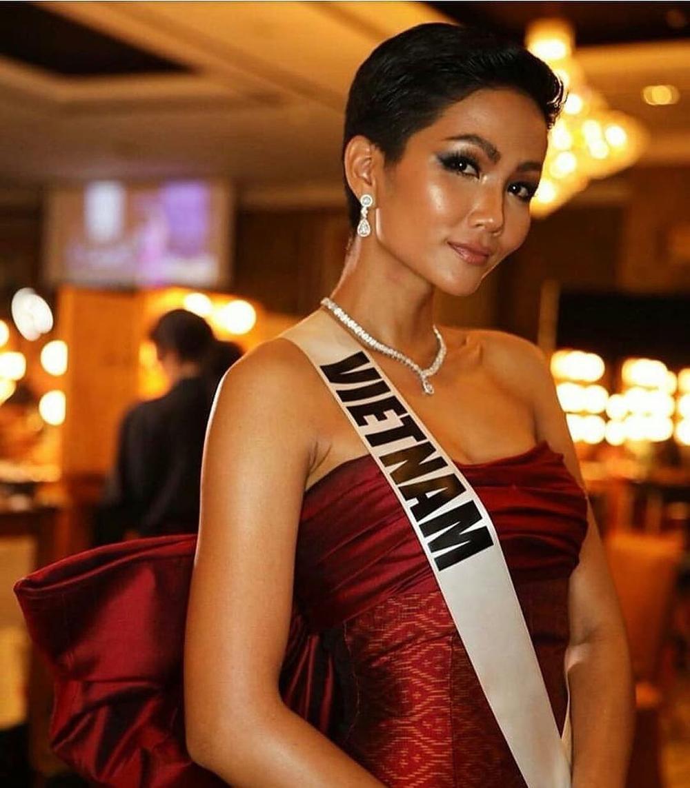 H'Hen Niê lên tiếng khi bị fan bắt bẻ: Muốn thay 'cô bé đô con' Venezuela làm Á hậu 2 Miss Universe? Ảnh 1