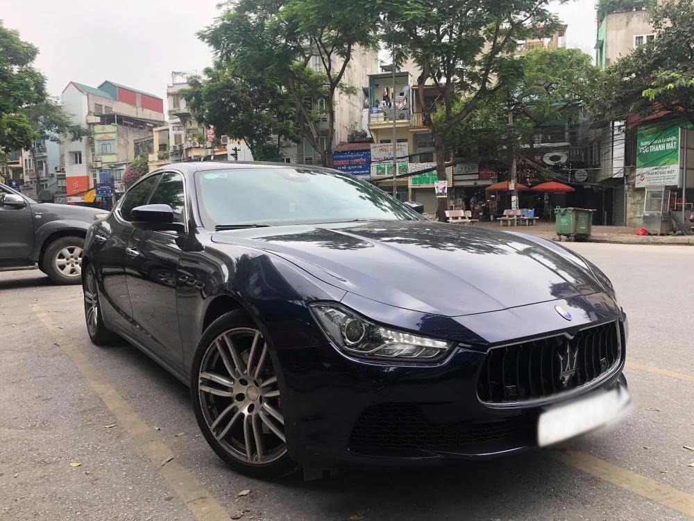 Thời điểm 2018, Ngọc Trinh rinh chiếc Maserati Ghibli về nhà với giá hơn 5 tỷ đồng. Được biết, đây là chiếc xe Maserati Ghibli thứ 2 ở Việt Nam nhưng cũng không bén duyên được bao lâu thì cô nàng rao bán với giá hơn 3 tỷ đồng.