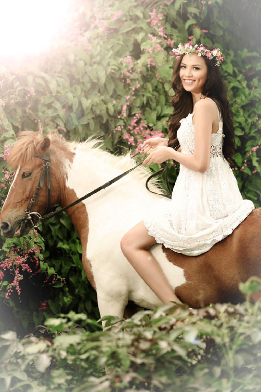 Sao Việt chụp ảnh cùng ngựa: Ngọc Trinh, Hoàng Thùy thần thái, Thủy Tiên lộ rõ vẻ thất thần Ảnh 3