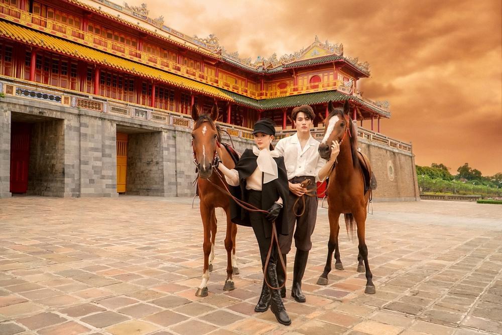 Sao Việt chụp ảnh cùng ngựa: Ngọc Trinh, Hoàng Thùy thần thái, Thủy Tiên lộ rõ vẻ thất thần Ảnh 6