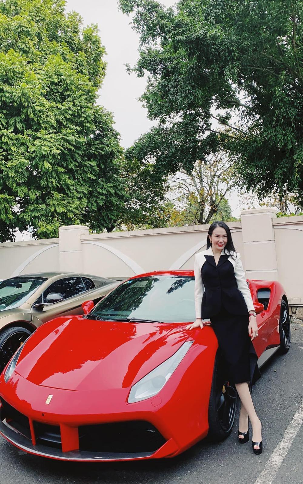 Hương Baby hạnh phúc khoe được Tuấn Hưng đưa đi làm bằng siêu xe Ảnh 2